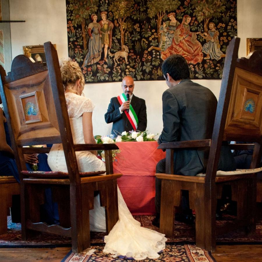Celebrante Matrimonio Simbolico Varese : Attore celebrante officiante sindaco animazione per matrimonio